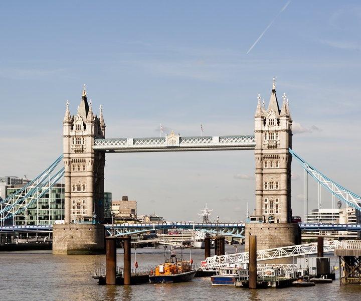 Tower Bridge cleaners